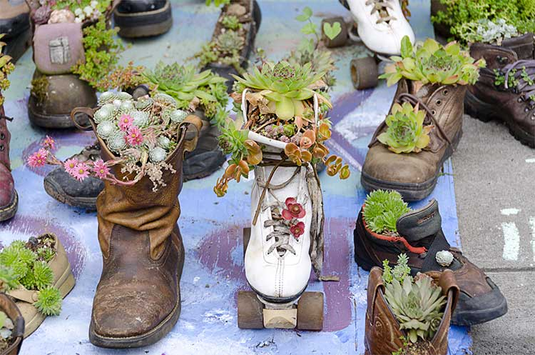 old-boot-planters