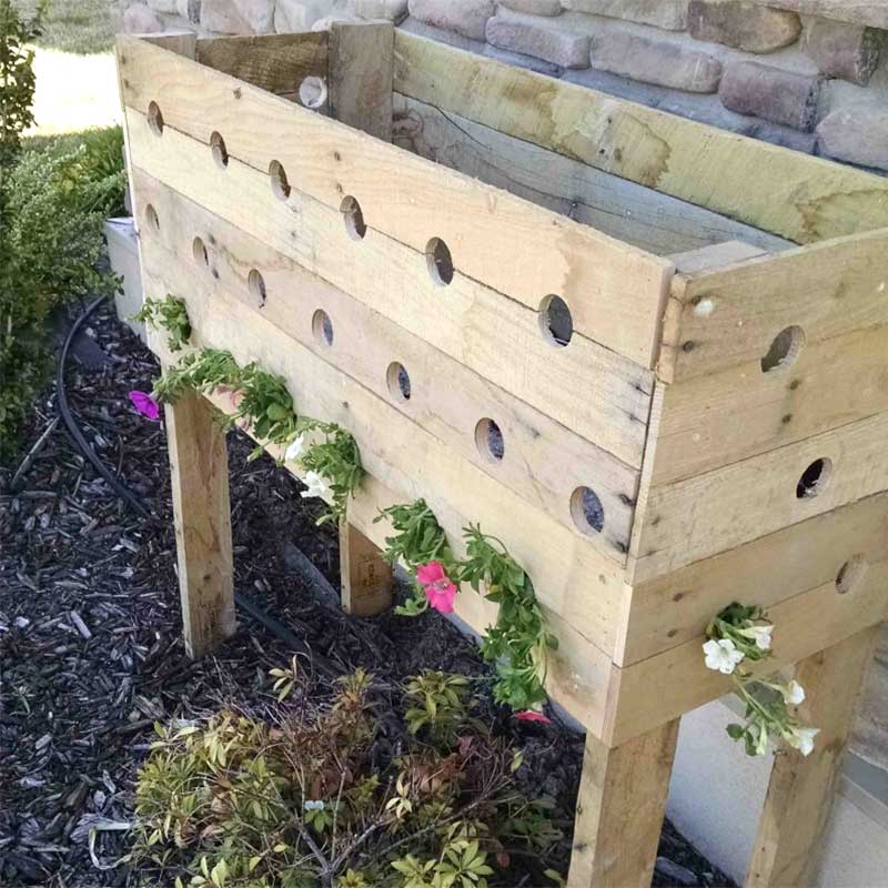 planting-the-pallet-planter